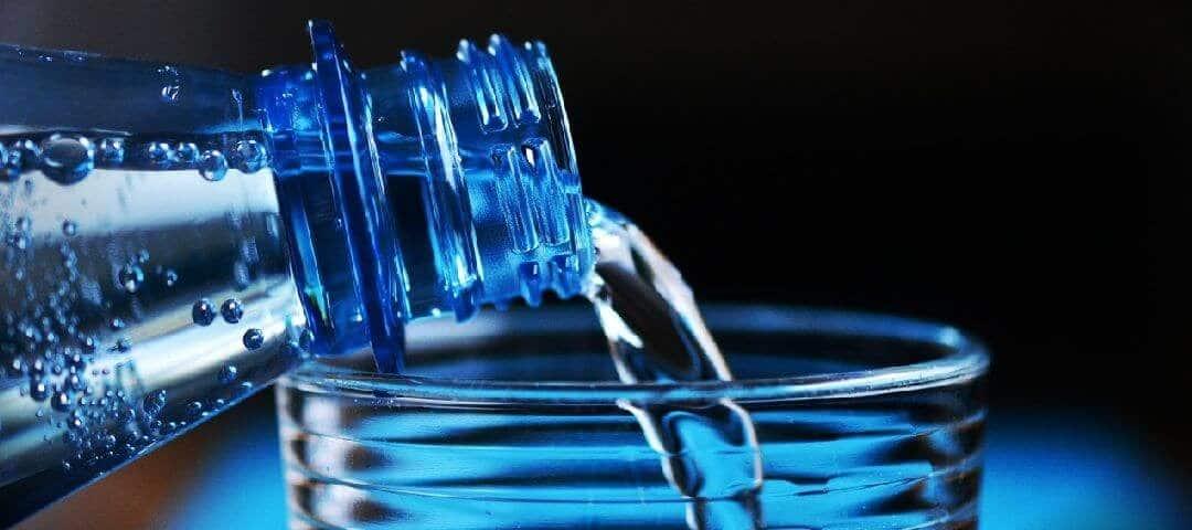 Woda i jej właściwości. Dlaczego trzeba nawadniać organizm? Odwodnienie i jego skutki dla zdrowia