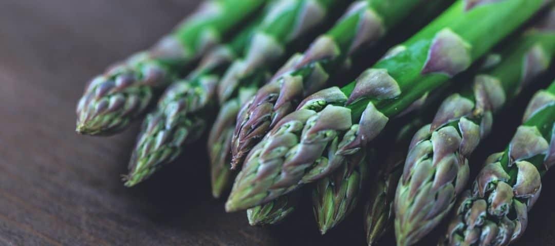 Szparagi – co zwierają, dlaczego warto je jeść?