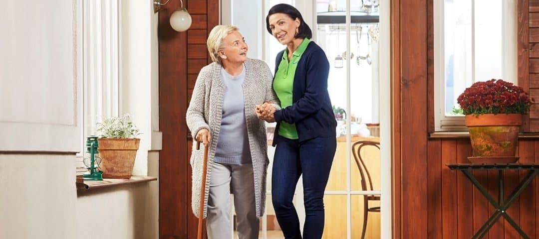 Cechy wzorowej opiekunki osób starszych. Sprawdź, czy je posiadasz