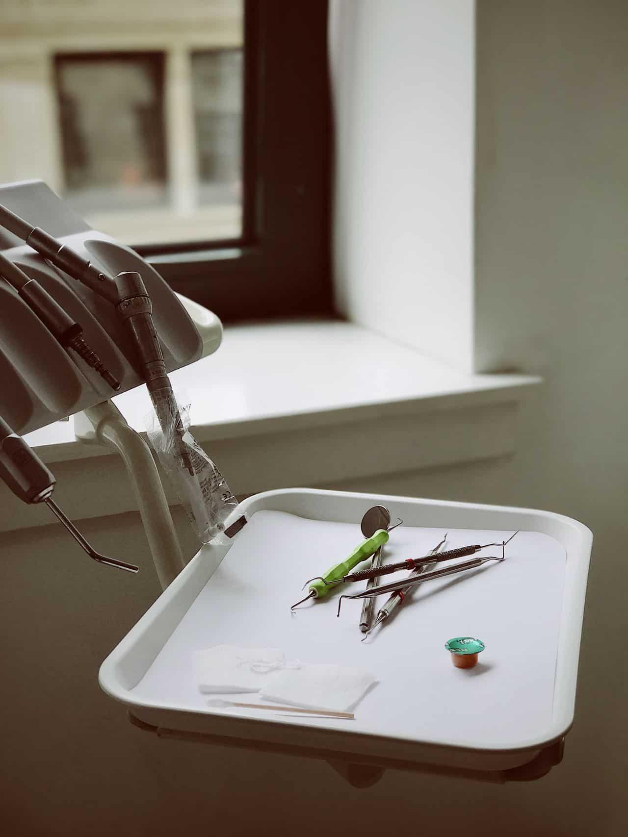 wszczepianie implantów zębowych