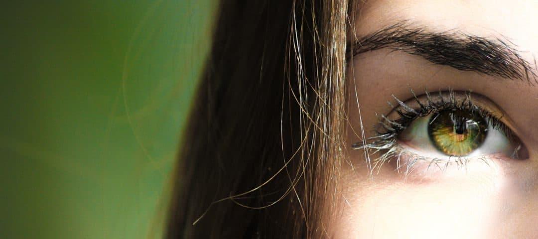 Krople do oczu – rodzaje, wskazania, jak zakrapiać oczy