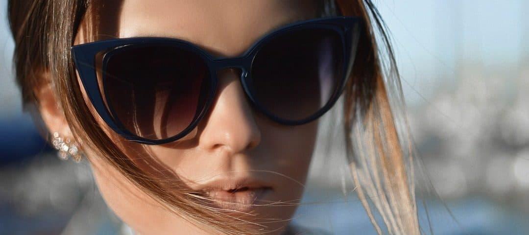 Jakie okulary przeciwsłoneczne wybrać, by dobrze chroniły wzrok?
