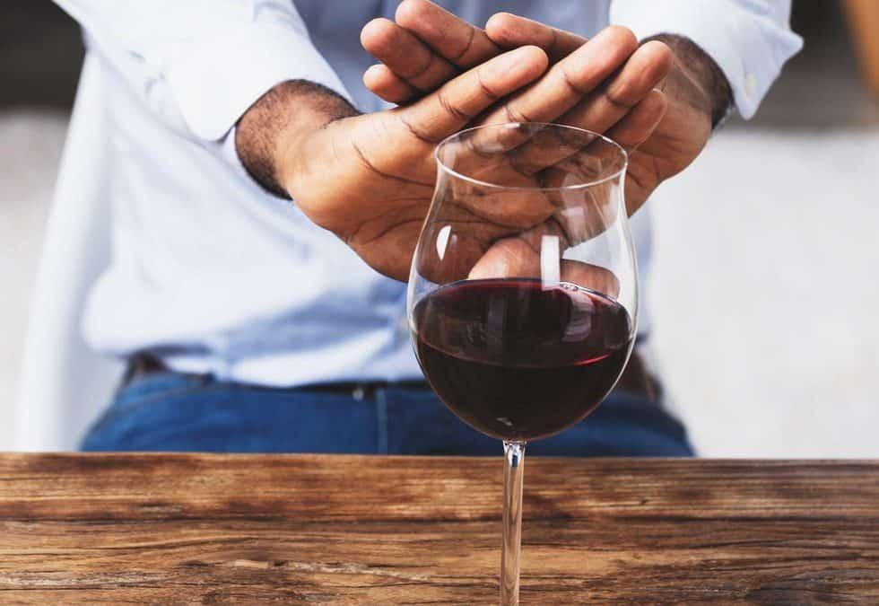 Czym jest wszywka alkoholowa i jakie jest jej działanie?