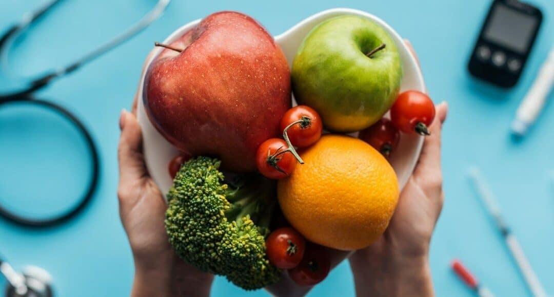 Jakie jeść produkty, aby wzmocnić układ immunologiczny? Dieta skutecznie wpływająca na odporność organizmu
