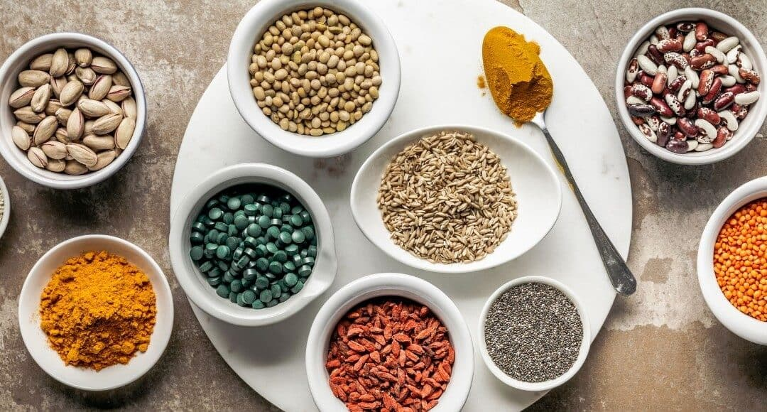 Suplementy diety – kiedy warto po nie sięgnąć? Co trzeba o nich wiedzieć?