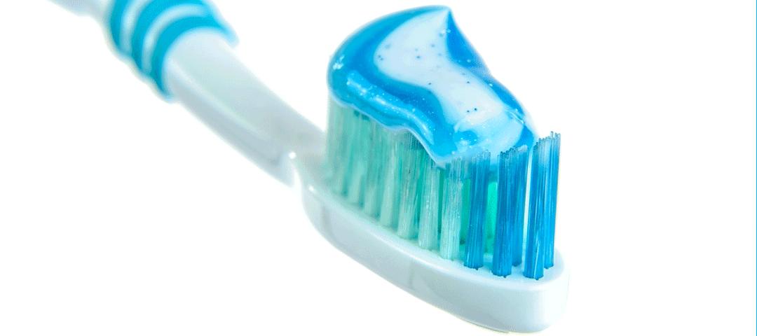 Fluor i fluoroza – czy myć zęby pastą z fluorem?