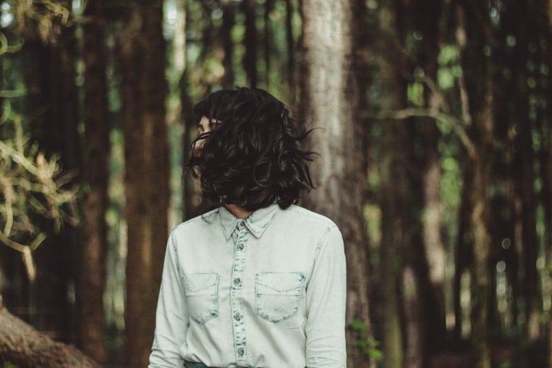 Jak skutecznie zregenerować zniszczone i nadmiernie wypadające włosy?