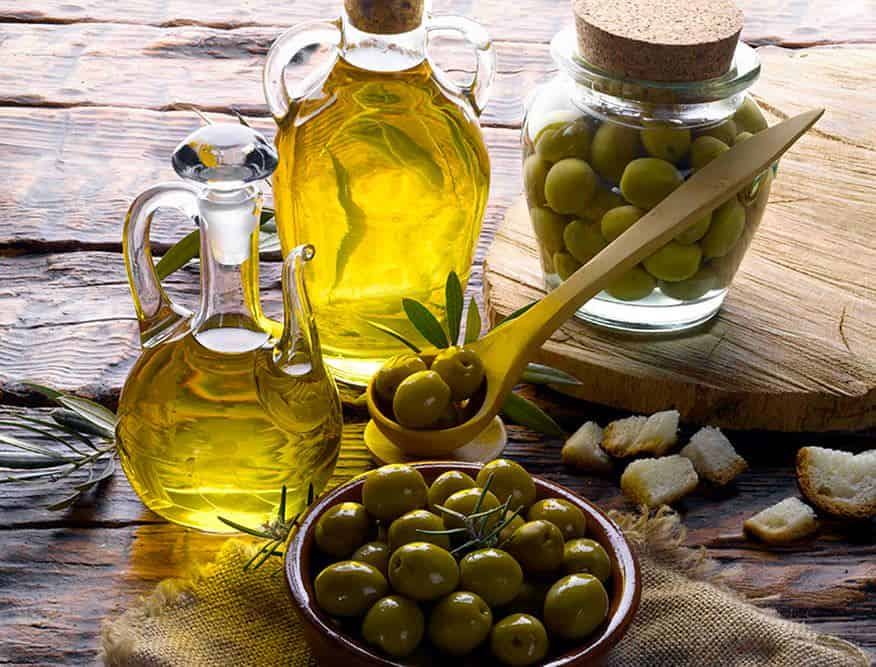 Oliwa z oliwek i jej drogocenne właściwości – jak wybrać najlepszą?